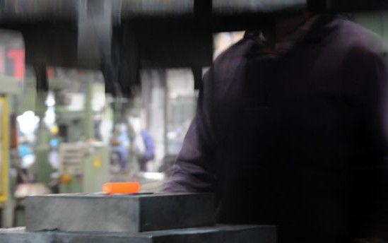 » Estampagem a quente – forjagem Transformamos o aço inoxidável, latão e zamak. Temos capacidade para executar cerca de 150 acabamentos com equipamentos tecnologicamente sofisticados. Sempre com respeito pelo o meio ambiente, por isso temos a certificação ambiental desde 2011. Mais informações: www.tupai.pt #smartsolutions #tupai
