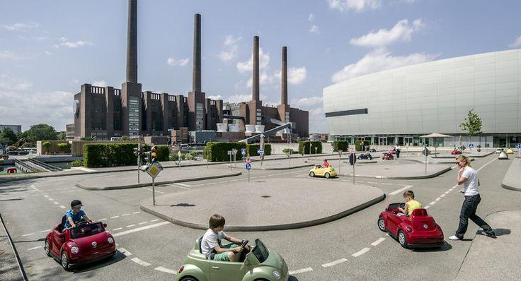 Ecole de conduite pour enfants au siège de Volkswagen à Wolfsburg, en Allemagne