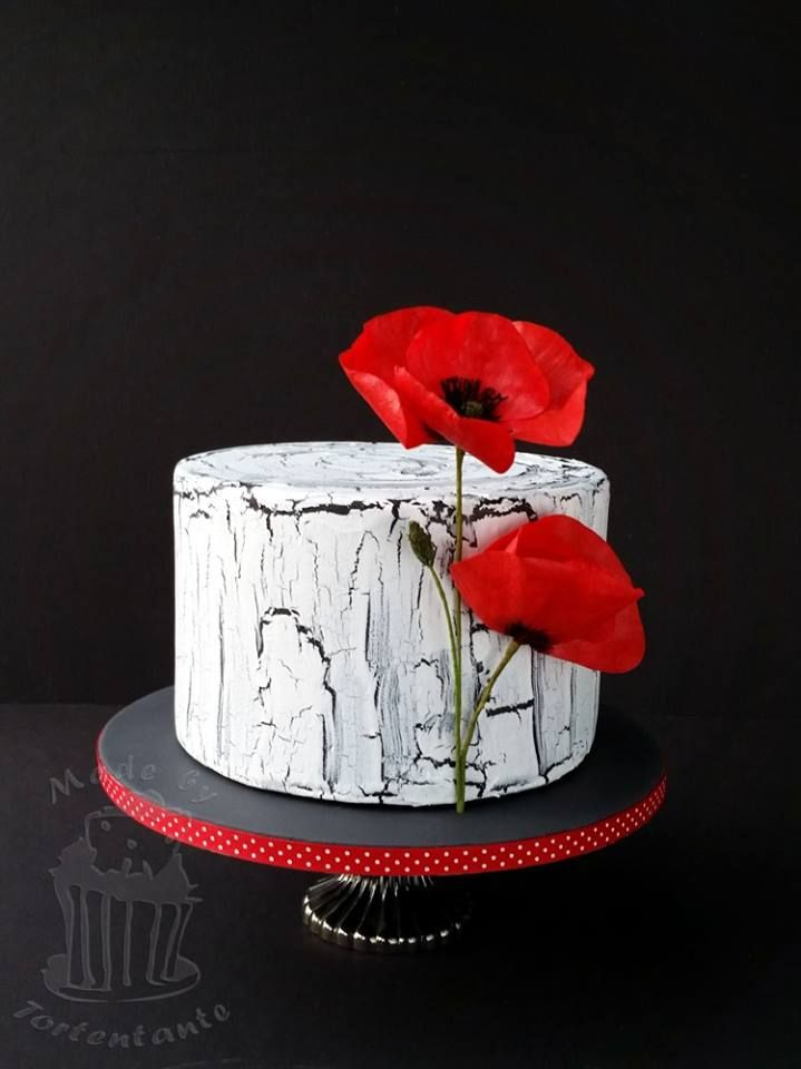 crackled weathered cake with poppy from wafer paper