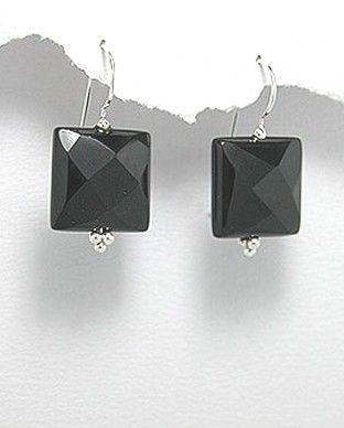 http://silverstar4u.eu/index.php?id_product=182&controller=product&id_lang=2 Cercei interesanti realizati din argint 925 si cristale semi-pretioase de onix. Dimensiuni: 15 x 31 mm. (latime x inaltime). Greutate: 7,2 gr.
