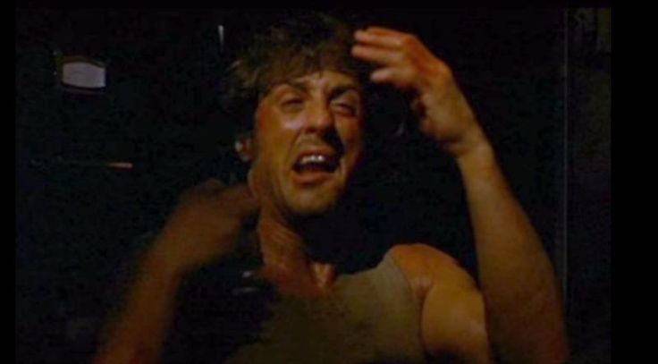Οι Άντρες Κλαίνε με Ρομαντικές Κομεντί και Ταινίες του Rambo | VICE | Greece