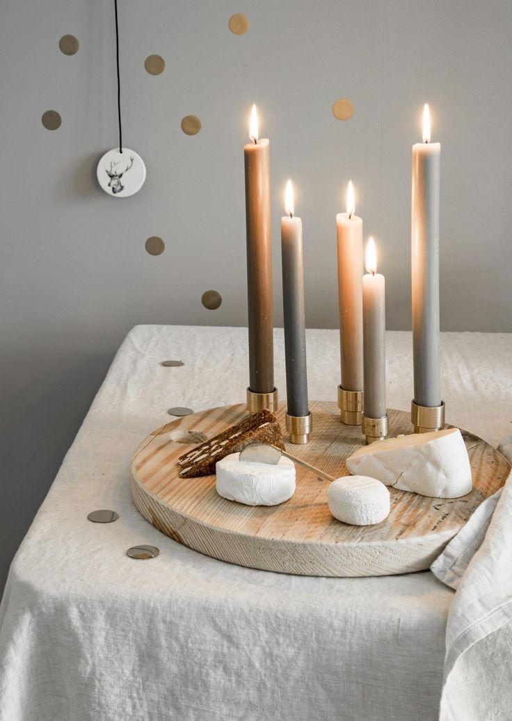 kaa(r)splateau kerst | christmas cheese plate and candles |  Bron: vtwonen feestspecial december 2015 | Styling Gieke van Lon & Lotte Dekker | Fotografie Barbara Groen