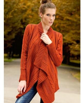 Sweterek idealny dla każdej figury, założysz go również w ciąży jak i po porodzie! Sweter zdobiony jest efektownymi warkoczami. Doskonały na każdą okazję. Jak znalazł w szafie na chłodne dni i wieczory Skierowany dla osób lubiących wygodę i modny look.