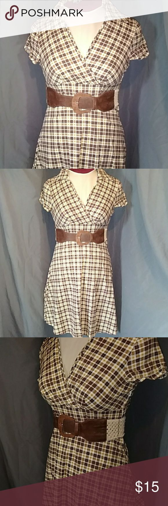 Body central 👗 Brown and tan plaid, short sleeves, low cut v neck, knee length, enter of dress is a brown suede buckle with a cream colored lace elastic band Body Central Dresses Midi