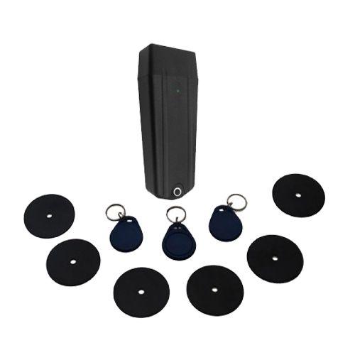 USB 2.0 ile yüksek veri aktarım hızı Sağlam, Güçlü, Ergonomik Tasarım % 100 Yerli Üretim Kolay Kurulum ve Kullanım Sürekli Servis ve Yedek Parça Desteği Son 8.000 kayıt kurtarabilme özelliği Sesli ve ışıklı uyarılar Poliamid-6 iç ve dış gövde 1-10 kademeli darbe sensörü IP65 Standartında Suya karşı korumalı Saat ve çalma süresi ayarlanabilir 24 alarm  Set İçeriği Bekçi Kalemi 6 Adet Kontrol Noktası 3 Ader Bekçi Tomu Usb Kablosu Şarj Adaptörü Dubel-Vida Program Kurulum CDsi