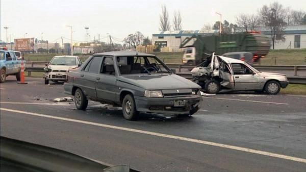 limitado el #AccOeste tras  choque multiple y fatal en el km 33 Alt Moreno mano la #AvGralPaz, desvio por km 34,2.