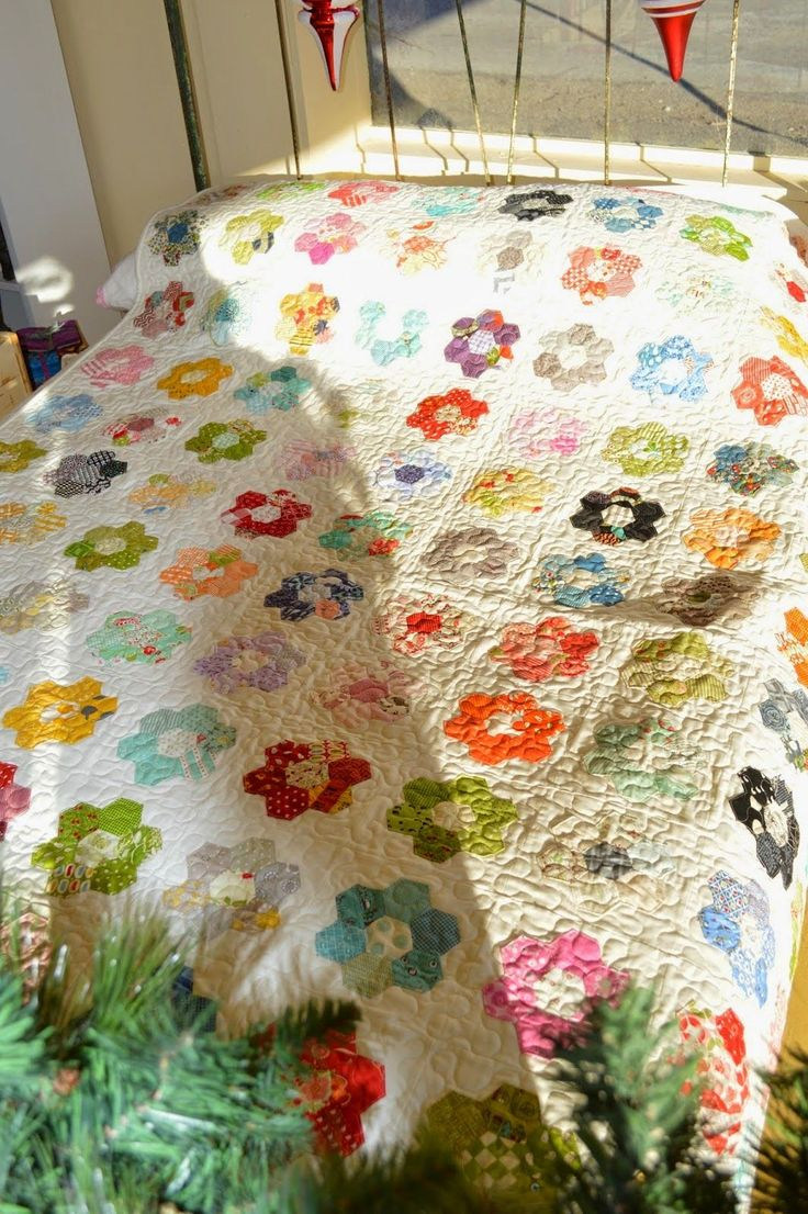 THE QUILT BARN: Hexagon Flower Quilt Tutorial