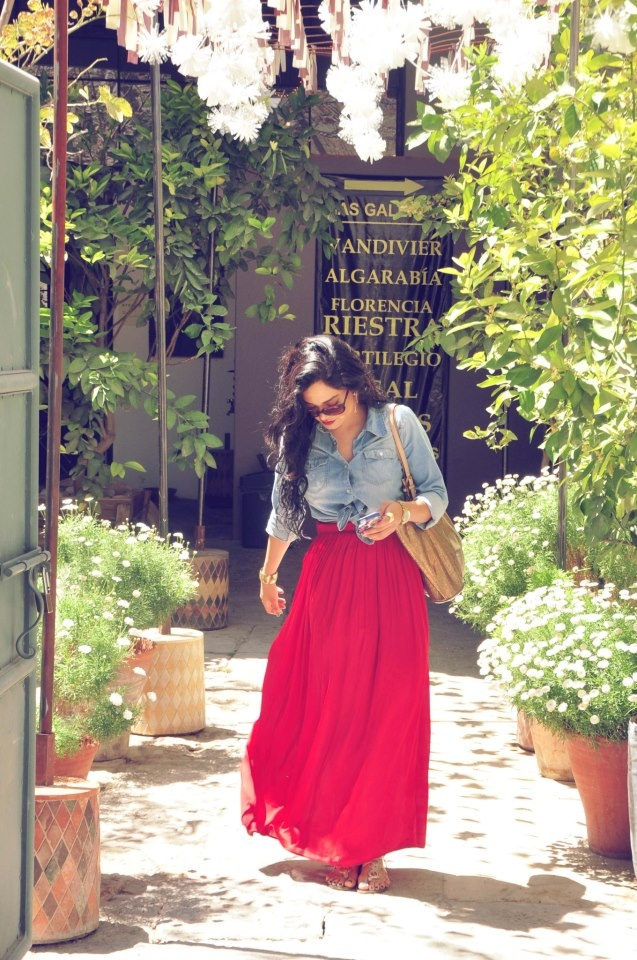 Spring outfit.  Long skirt.  Relax. Maxi Skirt.