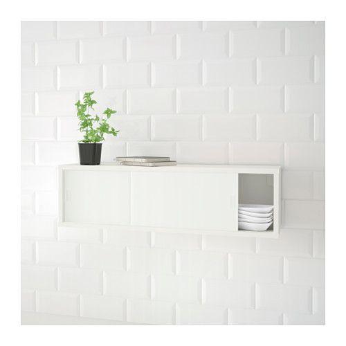 ÖSTHAMRA Wandschrank mit 2 Vitrinentüren IKEA Nutzt den Raum zwischen Oberschrank und Arbeitsplatte für zusätzliche Aufbewahrung.