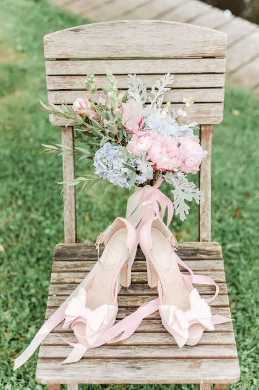 Voorjaars- bruidsboeket met hortensia en pioenrozen