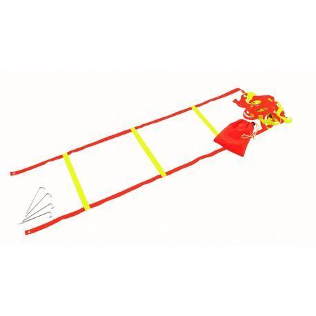 Scarita antrenament cu lungimea de 4 m, din nailon, foarte usoara, latimea de 36 cm si 10 trepte, cu 4 tarusi de fixare in gazon, la capete. Ideala pentru imbunatatirea vitezei, coordonarii, a fortei picioarelor si agilitatii. Se livreaza intr-un saculet, pentru transport facil.