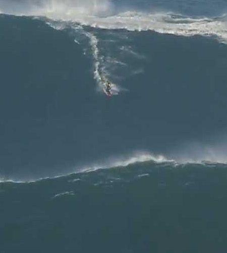 Surfista pega onda de 23 metros e bate recorde