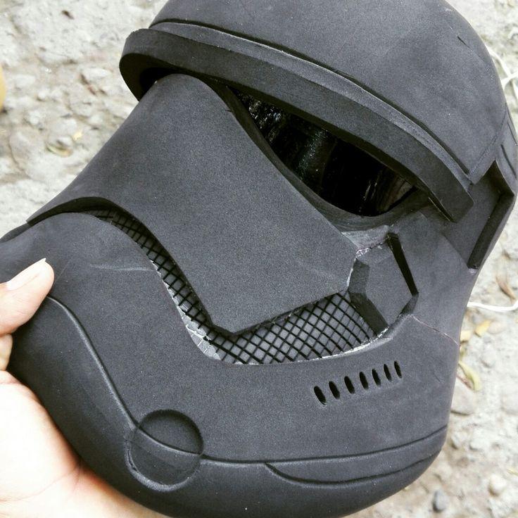Stormtrooper versión 2.0 se hicieron muchas mejoras en comparación con el anterior modelo #legionfoam #gomaeva #cosplay #cosplayer #cucuta #colombia #starwars #stormtrooper #helmet #armor #theforceawakensid #pepakura #designer #viever