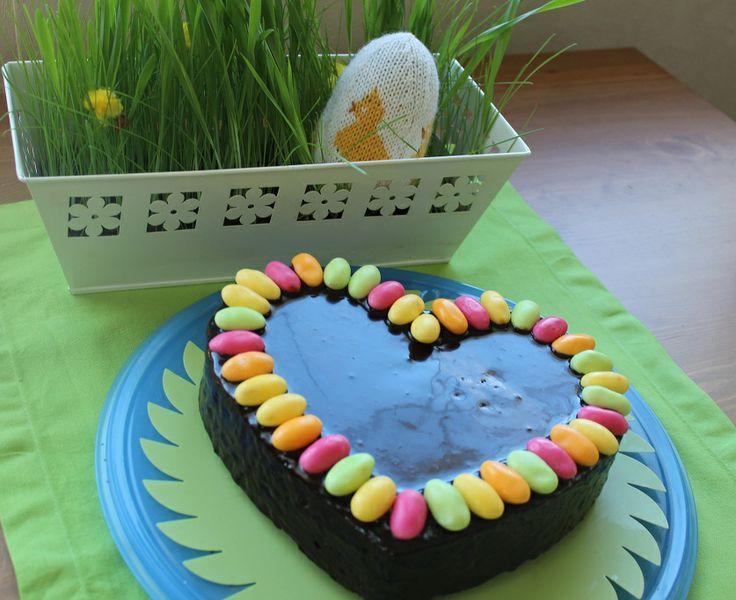 Silmukoita ja suklaakakkua: Hyvää pääsiäistä!