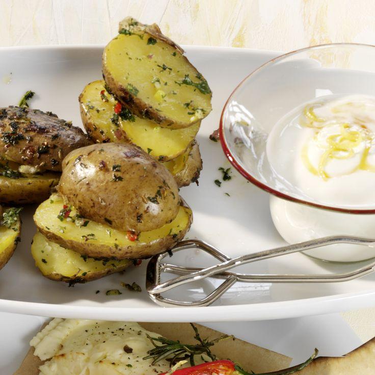 Kruidige aardappelen in aluminiumfolie met yoghurt-citroendipsaus Recept | Weight Watchers België