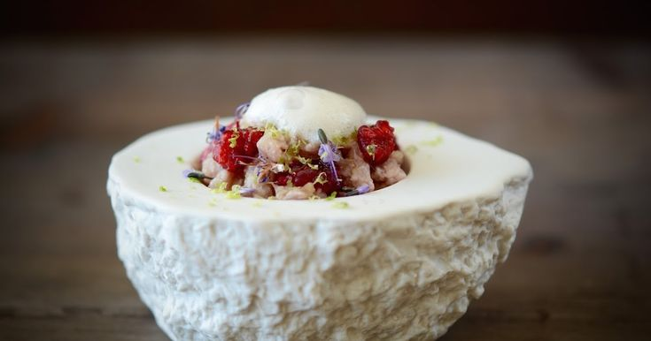 Un tartar de sardinas marinadas en leche de coco y lima, un modo de marinar muy utilizado en la Polinesia ...