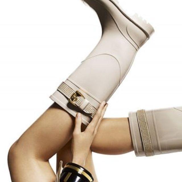 Burberry rain boots<3