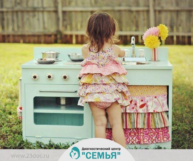 В любом доме у женщины всегда есть своя отдельная комната, и там она веселится вовсю: хочет — борщ варит, хочет — посуду моет :)