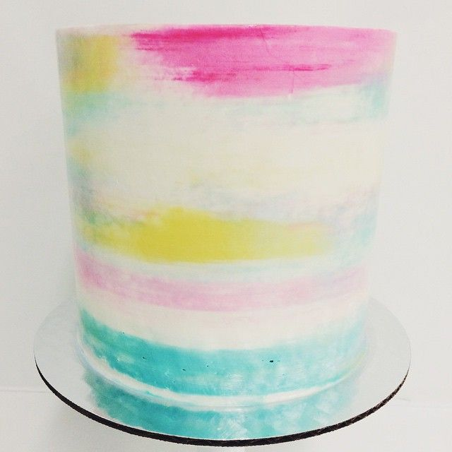 Gorgeous watercolor buttercream by the talented @francesmencias