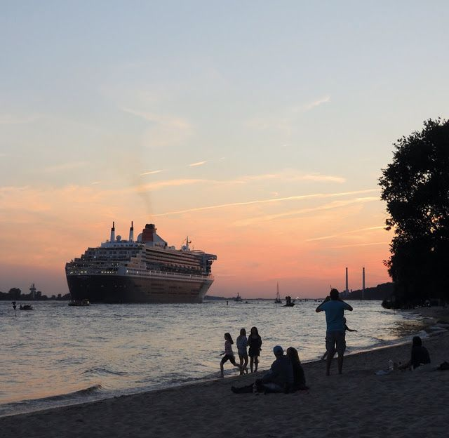 hamburg blankenese + queen mary 2 #Hamburg