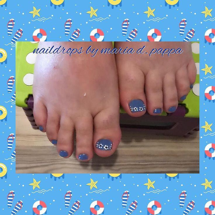 #pedicure #summernails #bluenails #floralnails