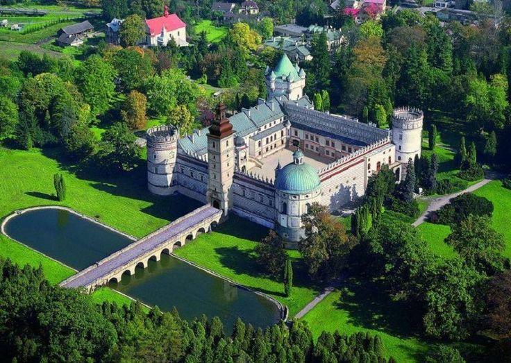 Castle  in  Krasiczyn ,  Poland