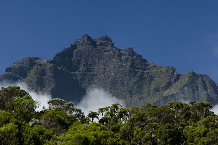 Le Piton des Neiges depuis Cilaos   Carte de La Réunion