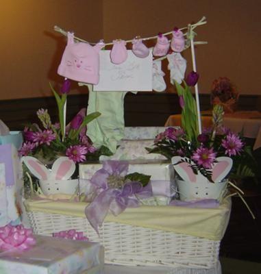 DIY Clothesline baby shower gift basket. How clever!