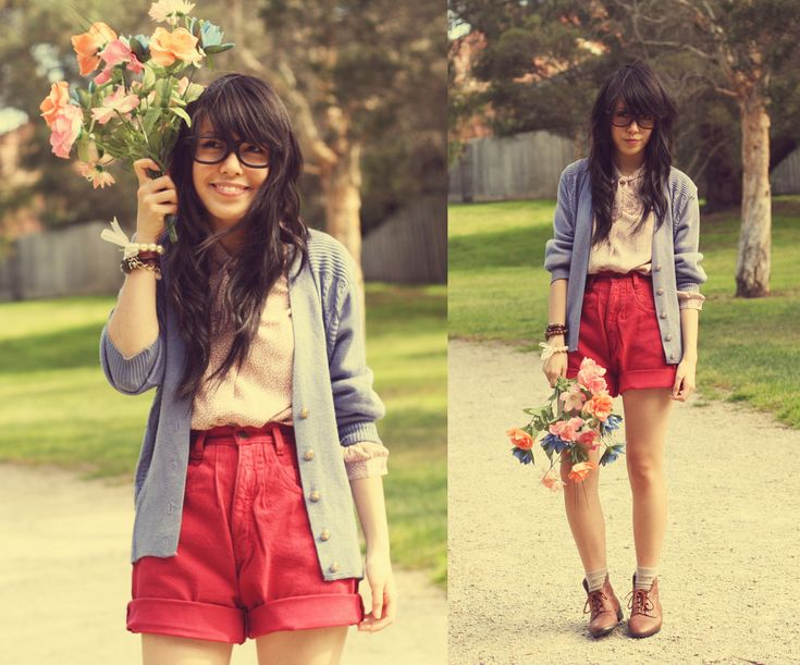 red shorts outfit