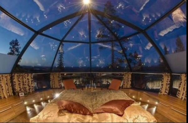 Someday when I get rich and build my mansion, I'm going to make a room like this. A bed under a glass roof to see the stars at night ❤️