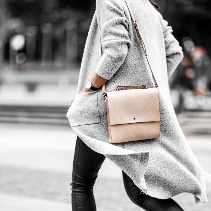 """Form, function, and natural leather that gets better looking with age - it's no wonder my @gracegordonldn 'Lucy' bag had me stopped in the street all day…"""
