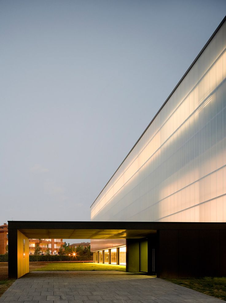 BCQ completes sports hall with translucent polycarbonate skin