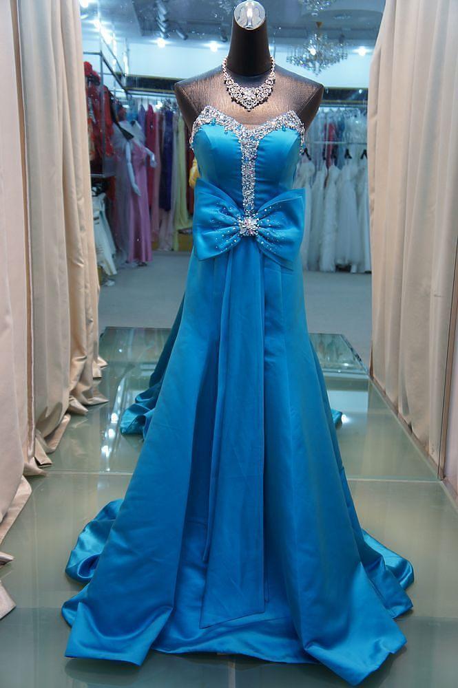 Fortryllende Bra blå bue bagud nogle festkjoler online