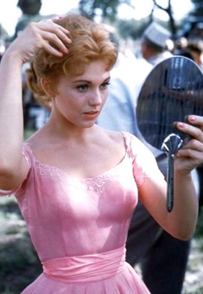 Kim Novak as Madge Owens in 'Picnic', 1955. Kim Novak's gowns were designed by Jean-Louis.