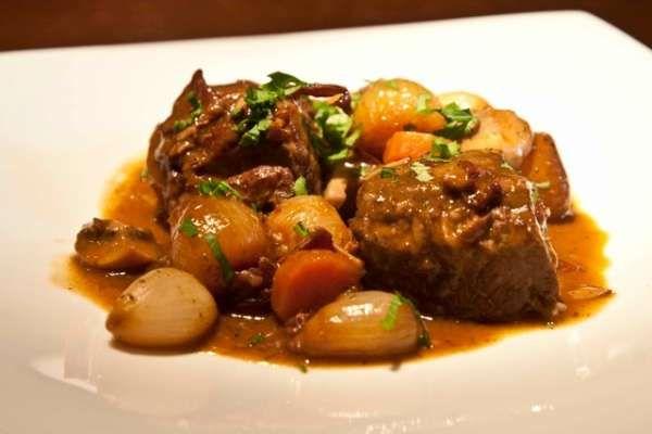 μπεφ (μοσχάρι) μπουργκινιόν: αυθεντική συνταγή της Τζούλια Τσάιλντ