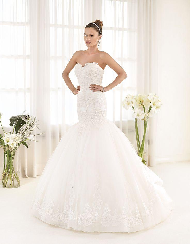 Abito da sposa Delsa, linea Maria Cristina 2016 F2217 Tulle e pizzo ricamato Colore: Bianco Seta  #delsa #delsa2016 #mariacristina #tulle #pizzoricamato #biancoseta #weddingdresses #bridaldresses