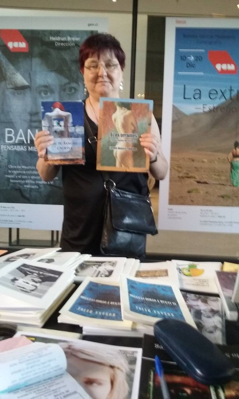 """Ingrid en la Furia del Libro, presentando su libro """"De tu sangre cautiva"""" y mi libro """"Ecos errantes"""", ambos de Editorial Orlando."""