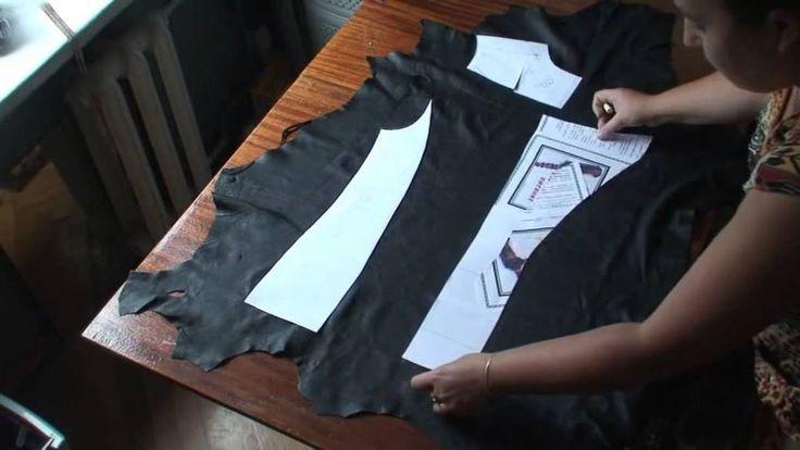 2.Раскладываем выкройку на коже   VESTIFO DE COURO VERDADEIRO
