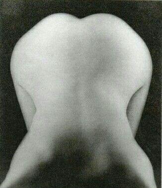 Lee Miller, Nudo piegato in avanti, Parigi 1931 ca. La psicanalisi è interessata…