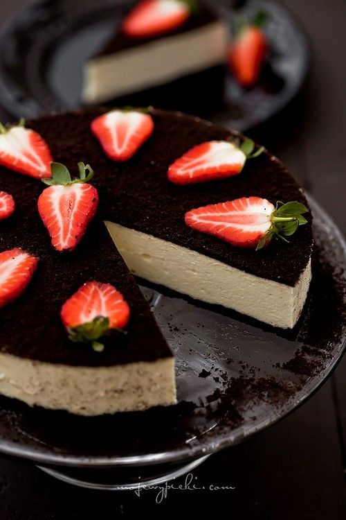 Cheesecake with Oreo and Strawberries