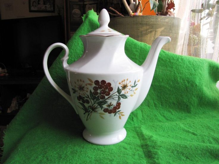 Vintage USSR Russia Latvia Factory Riga RPR Large Cofee Tea Pot Rowan green red