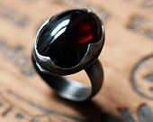 Ähnliche Artikel wie Granat Cabochon Ring - gothic Ring - Rugxa rot - cocktail-Ring - große kühne Aussage Ring - Recycling-Sterling-silber - Ophelia-ring auf Etsy