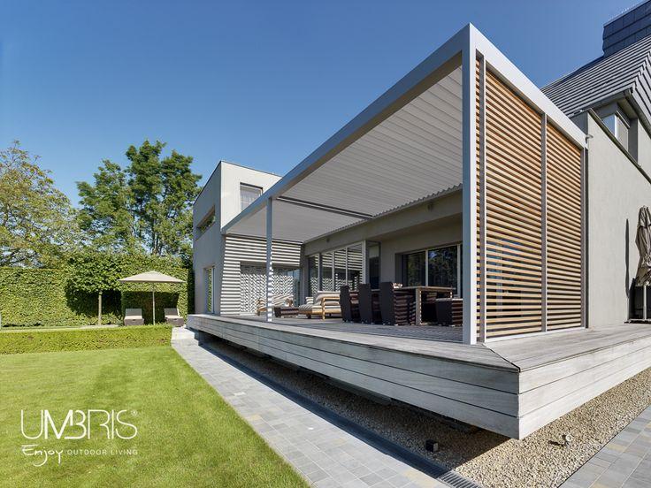 Terras met zwevend platform en opbouw umbris lamellendak zijwand met houten lamellen - Terras houten pergola ...