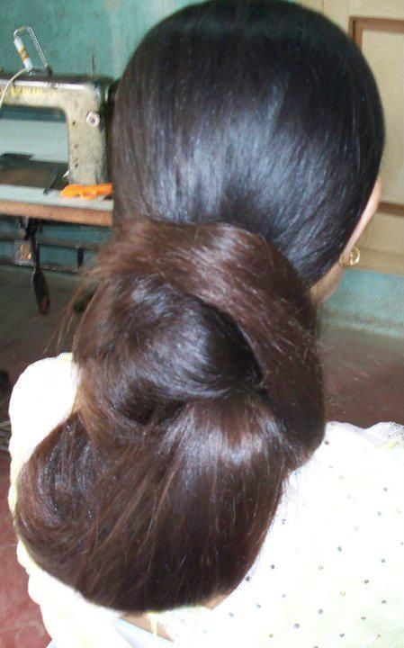 What a beautiful large low bu! Care however should be taken before adopting such hairstyles, as due to it's high static charge, it will cause phlegm to move up in the throat, causing the voice to quaver & a frequent urge to clear the throat. A heavy chabi chhalla with a long & wide hook if inserted at the edge of the pleats of the saree, will reduce this problem as it's hook will activate the acupressure points that act to keep the throat clear.