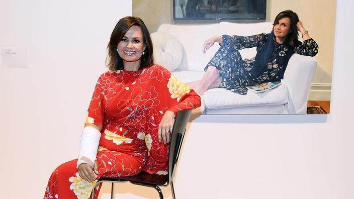 A portrait of Australian TV journalist Lisa Wilkinson by artist Peter Smeeth has won this year's Packing Room Prize.    Head packer, Steve Peters, announced the winning entry in the Archibald exhibition on Thursday as he bid farewell to the Art Gallery of NSW after 35 years at the helm.