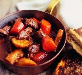 Рецепт шотландского рагу http://kstolu.com.ua/shotlandskoe-ragu-so-steykom-morkovyu-i-pasternakom-852.html
