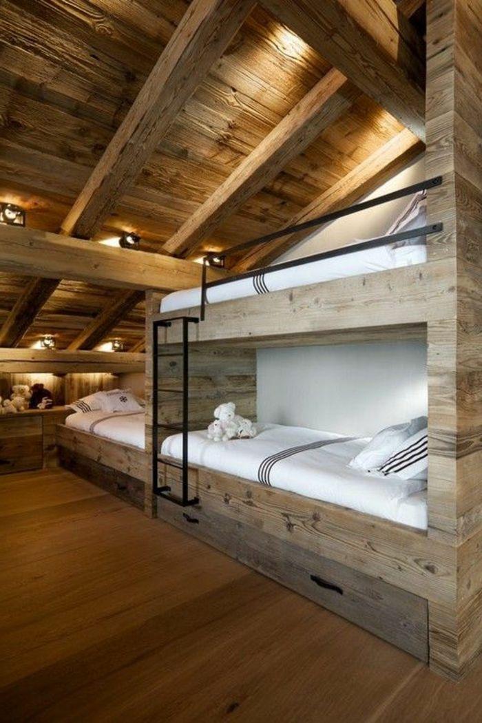 aménagement de combles, murs en bois massif, chambre à coucher en bois massif, sol en parquette