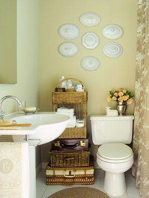 banheiros pequenos, soluções de armazenagem com pia de coluna