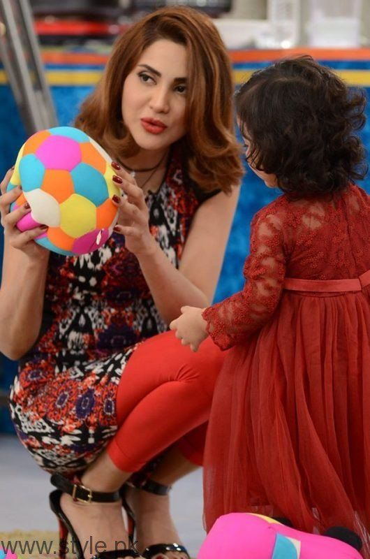 See Fiza Ali with her daughter in Good Morning Pakistan