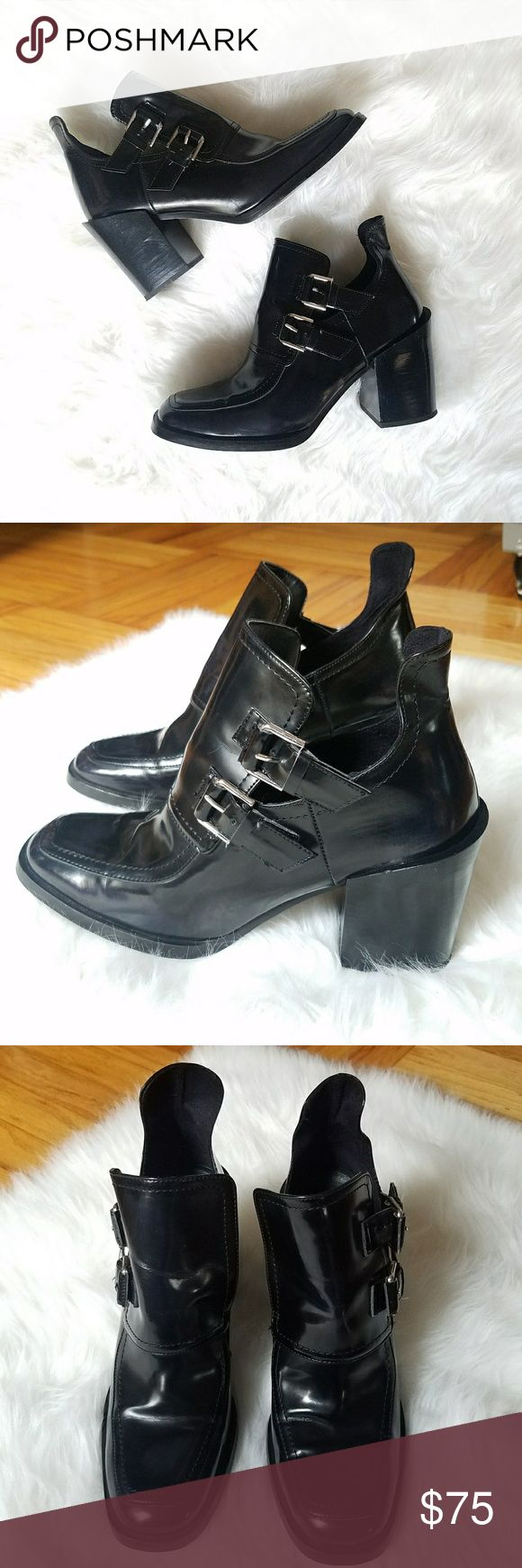 Zara Womens Black Chunky Heel Ankle Bootie sz 40 In great barely worn condition  (See pics!)  Loafer ankle chunky heel bootie with buckle detail  Size 40 UK / 10 US Zara Shoes Ankle Boots & Booties